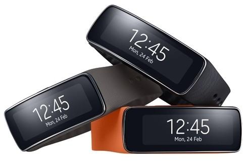 Samsung Gear Fit: фитнес-браслет с изогнутым дисплеем