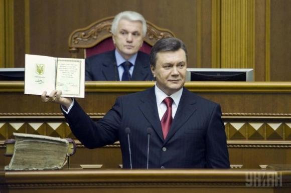Четыре года правления Януковича в 10-ти фотографиях (ВИДЕО)