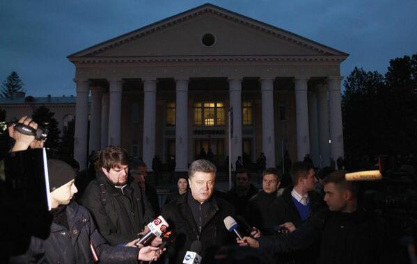 Порошенко не пустили в крымский парламент (ФОТО, ВИДЕО)