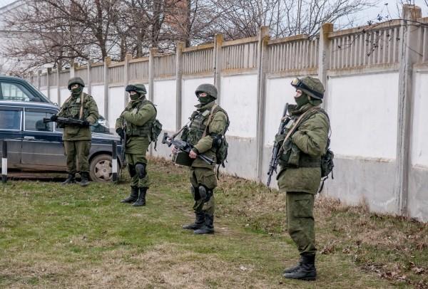 В Крыму врукопашную отбили нападение задир на часть