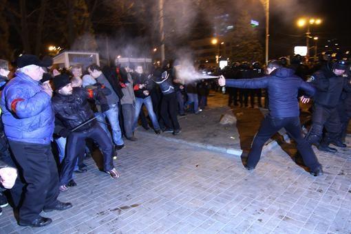 В Донецке во время столкновения погибли люди (ФОТО, ВИДЕО)