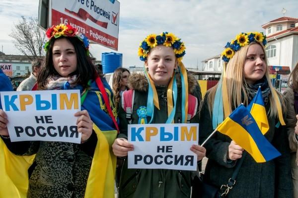 """В Симферополе организовали """"живую цепь"""" за единство Украины"""