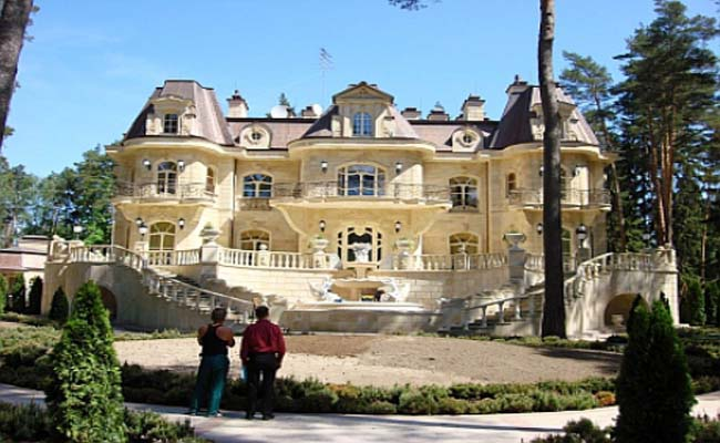 Янукович поселился на Рублевке недалеко от резиденции Путина