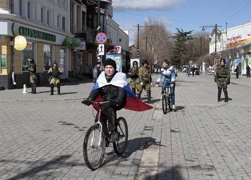 Крым: Переход на рубль, перевод часов и присвоение имущества