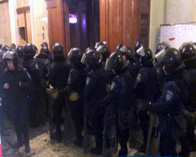 Милиции удалось вернуть здание харьковской ОГА