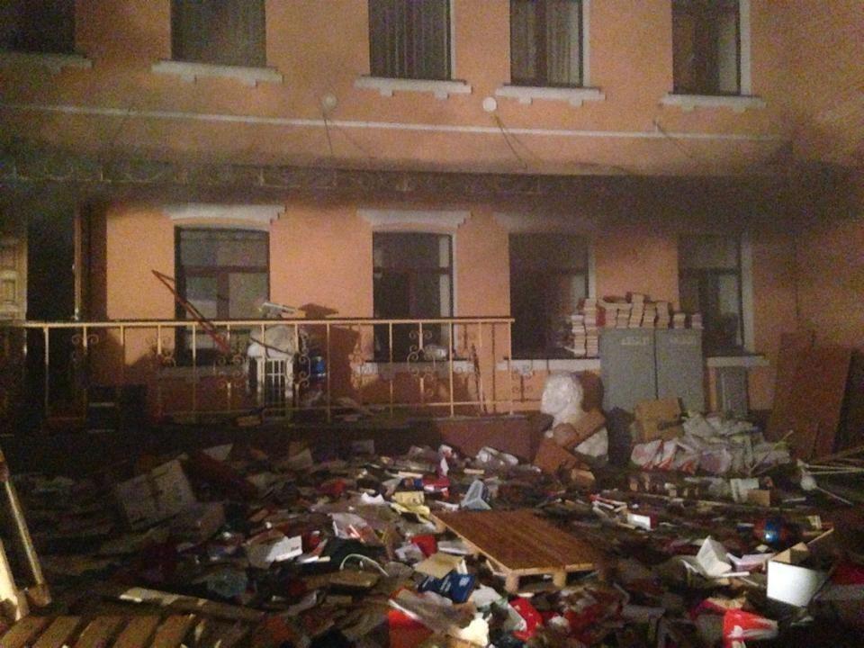 В Киеве подожгли офис КПУ