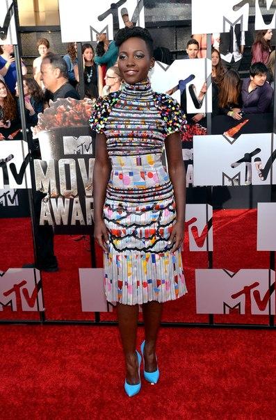 Чем удивили звёзды на красной дорожке MTV Movie Awards? Фото