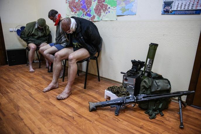 Троих офицеров СБУ захватили боевики в Горловке (ФОТО+ВИДЕО)