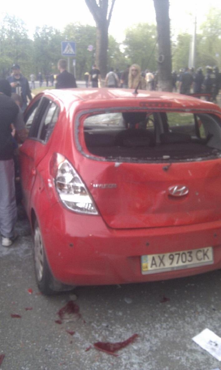 Сепаратисты в Харькове забросали ультрас камнями. ФОТО+ВИДЕО