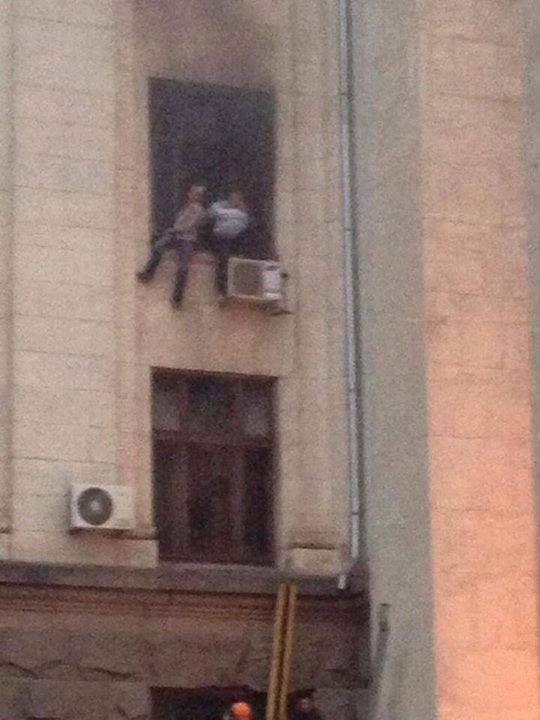 В Одессе горит Дом профсоюзов. Есть жертвы (ФОТО, ВИДЕО)