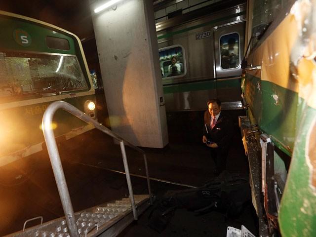 В метро Сеула столкнулись два поезда (ФОТО)