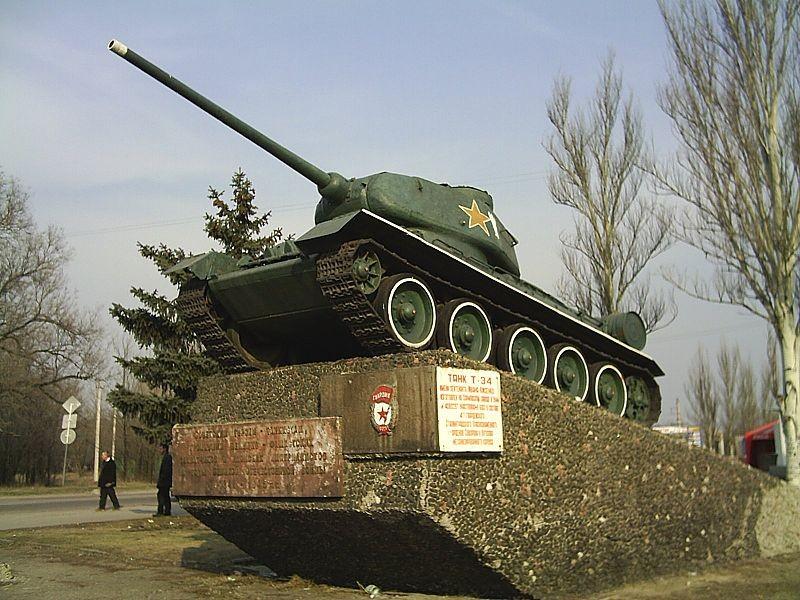 В Луганске катают детей на танке времен ВОВ (фото, видео)