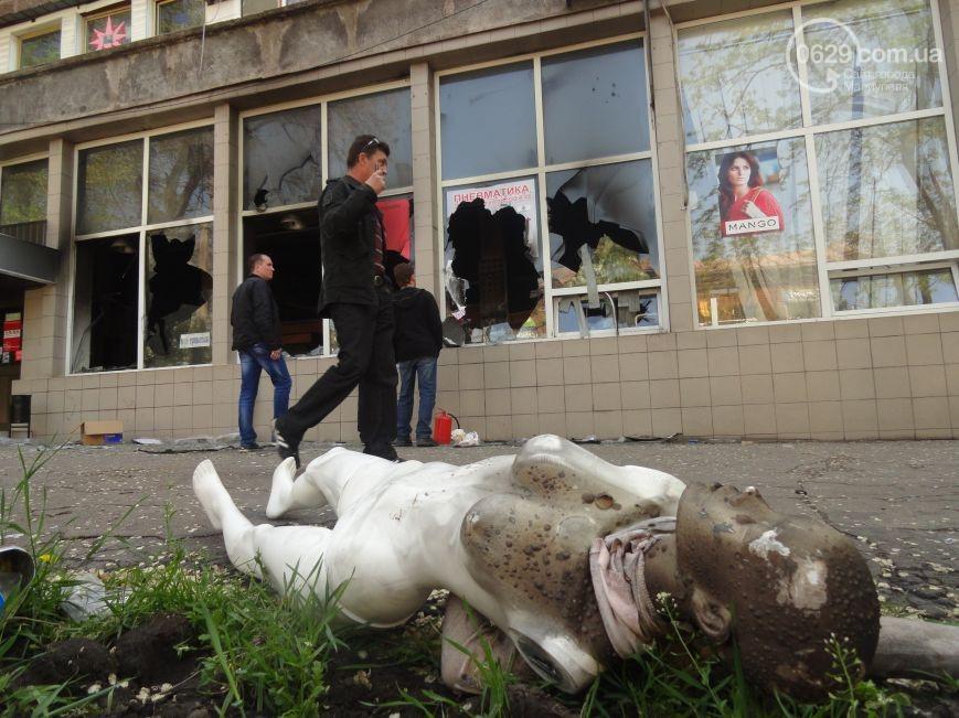 В Мариуполе мародеры продолжают массово грабить (ФОТО)