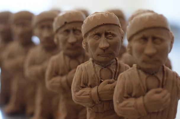 Во Львове продается шоколадный Путин в смирительной рубашке