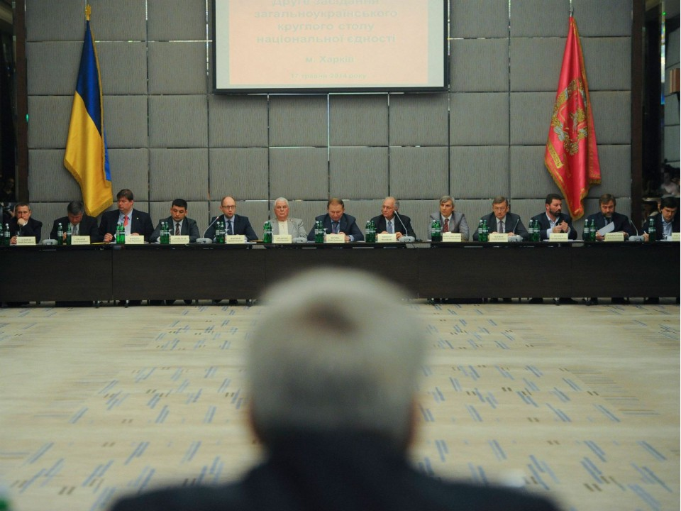 На круглом столе составили меморандум мира и согласия (ФОТО)