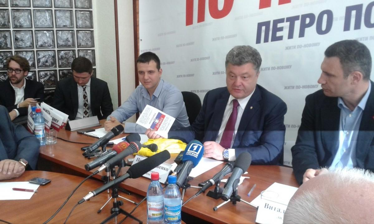 Петра Порошенко в Одессе одели и отправили на Привоз (ФОТО)