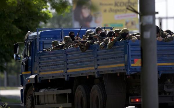 В Донецке перевернулся военный КАМАЗ с людьми (ВИДЕО)