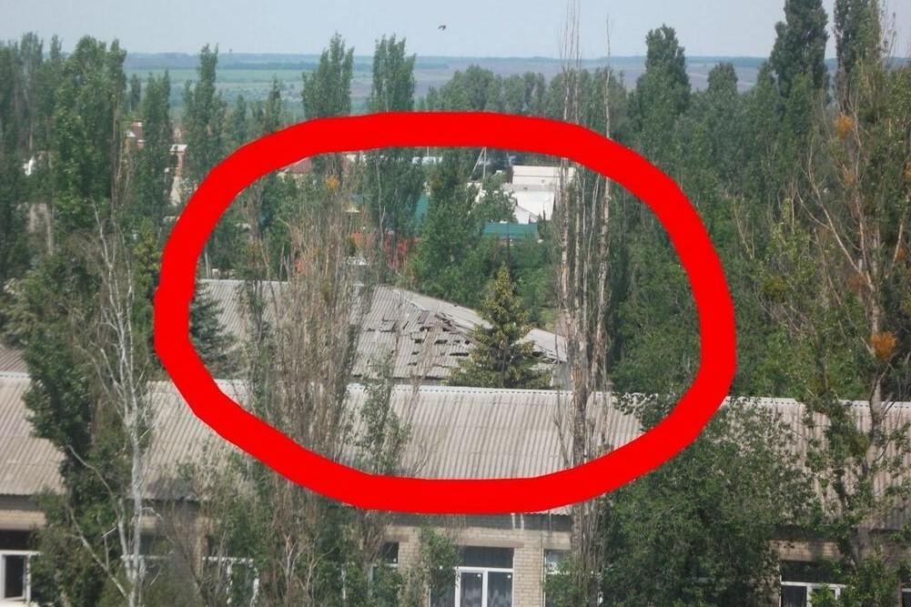 Бои в Славянске: снаряды разрушили крышу школы (ФОТО)