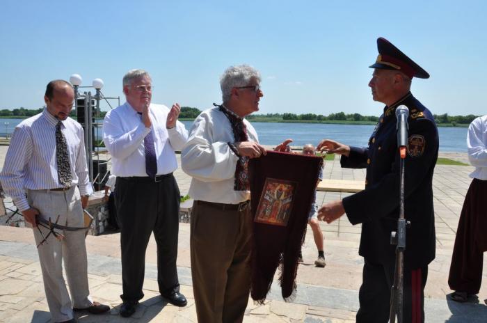 Фейк: украинский генерал стал на колени перед экс-послом США