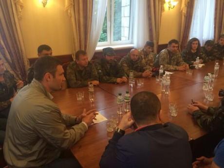 Виталий Кличко встретился с майдановцами (ФОТО)