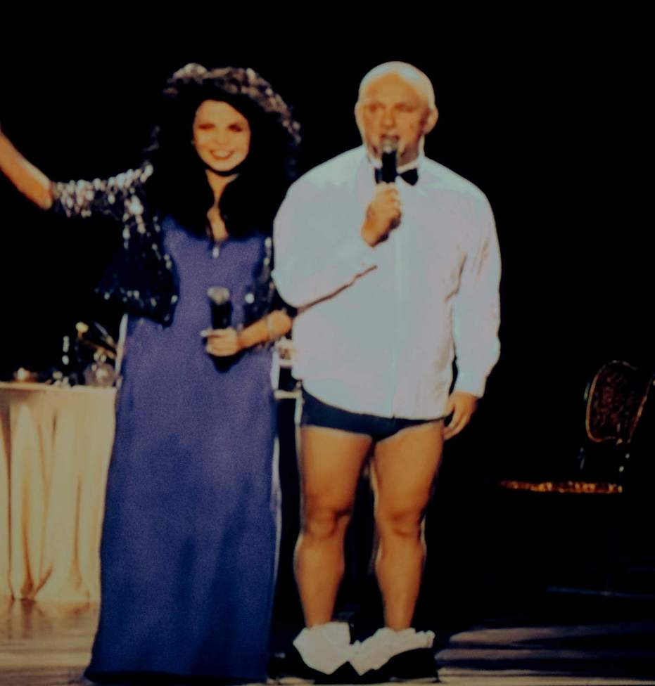 Премия RU: Потап и Стас Костюшкин сняли штаны на сцене. ФОТО