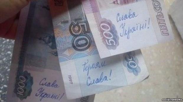 В Крыму на отечественных долларах возникли… девизы за Украину