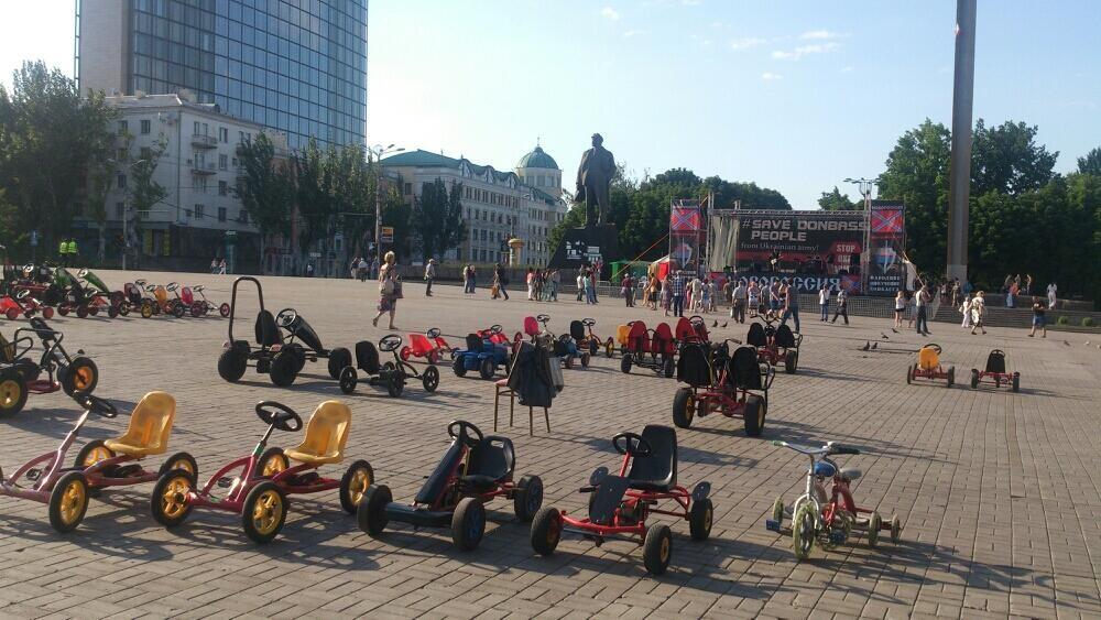 На антиукраинский вечер в Донецке решило менее 20 чел