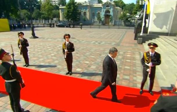 Казус на инаугурации Порошенко: Солдат выронил ружье (ВИДЕО)