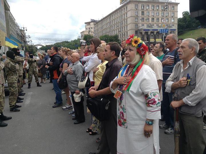 Людям на Майдане выдали мочалки. В среду понадобятся