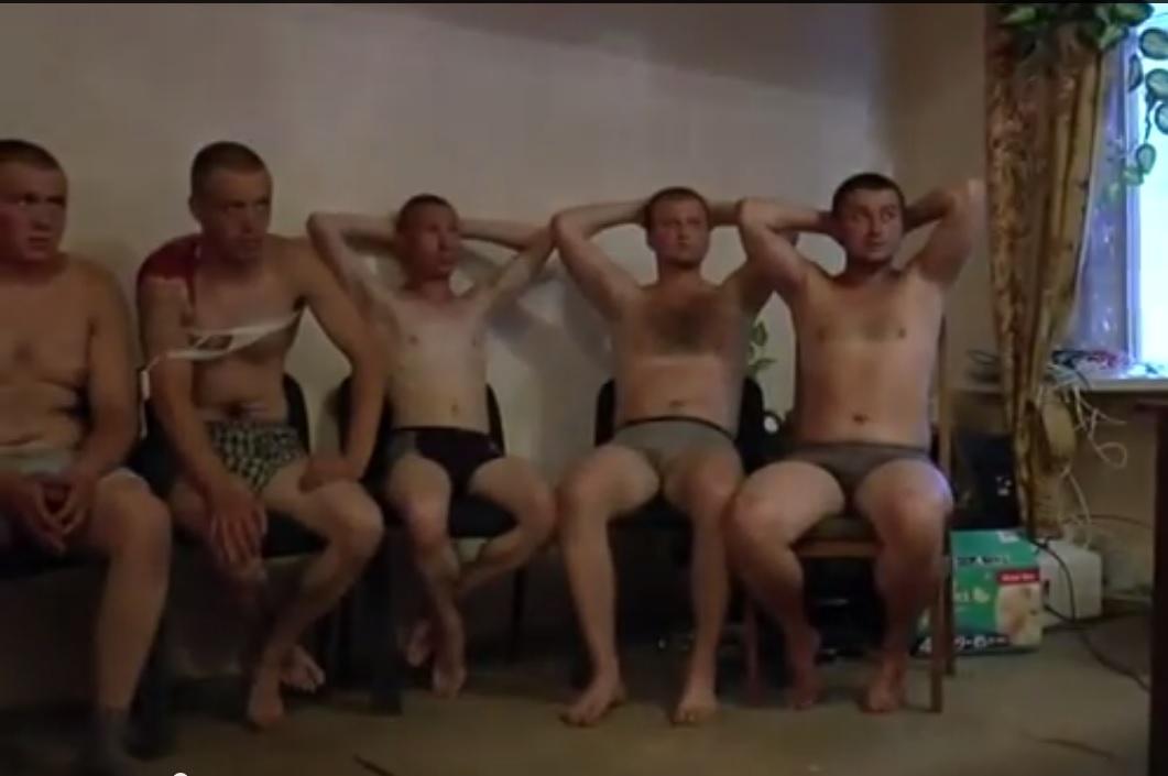 Российские солдаты попали в плен под Снежным (ФОТО+ВИДЕО)