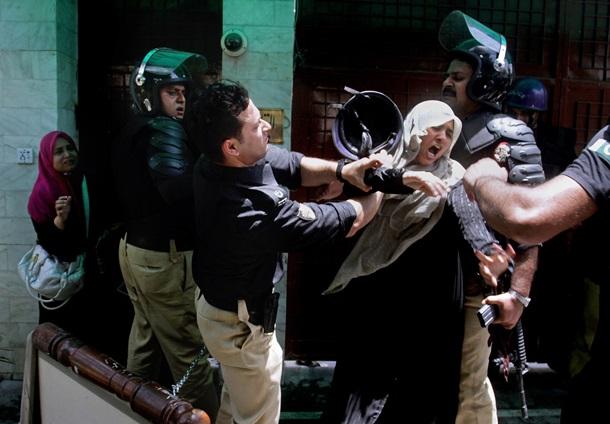 Ошарашивающие ФОТО: В Пакистане расстреливают протестующих