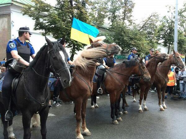 В Киеве под Лаврой задиры призывали к восстанию (ФОТО)