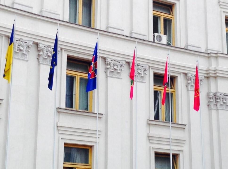 ФОТО: В РАН Украины вывешены флаги силовых ведомств