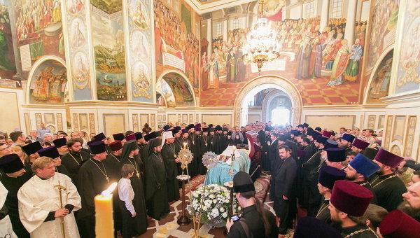 В Лавре иди процедура прощания с митрополитом Владимиром