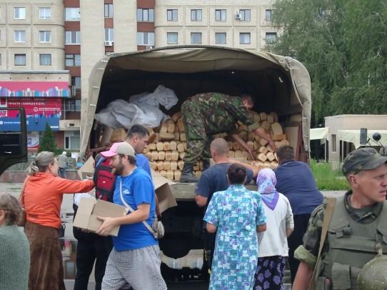 В Славянск принесли 35 тонн еды
