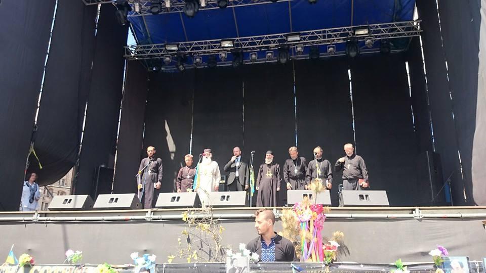 Майдан на Всенародном парламент принял решение находиться до последнего (ФОТО)