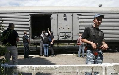 Поезд с корпусами потерпевших Boeing располагается на установки Торез. ФОТО