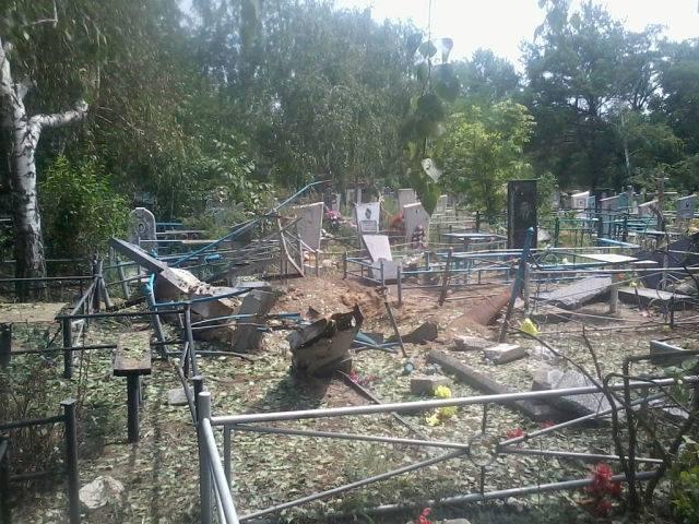 ФОТО: Боевики ЛНР разбили кладбище в Краевом