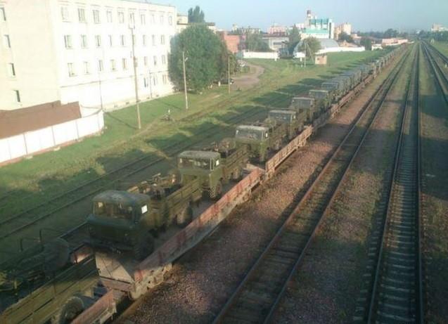 РФ перекинула в Беларусь эшелоны боевой техники (ФОТО)