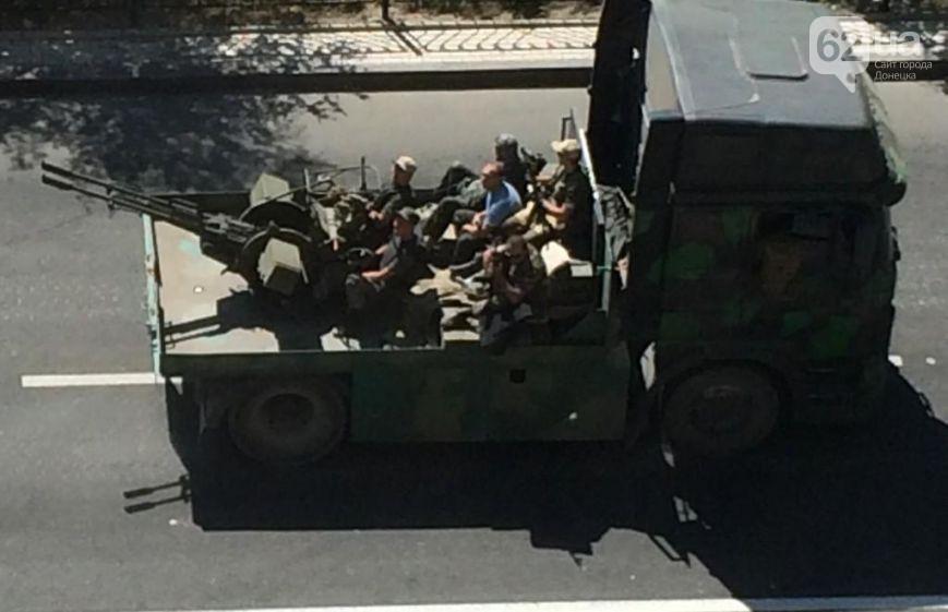 ФОТО: Колонна отечественной боевой техники вошла в Донецк