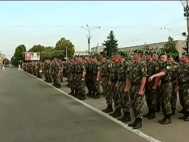 В Черкассах прошел парад пограничников, возвратившихся с Иначе