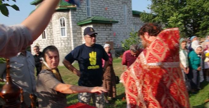 В селе под Киевом оборвали служение, обижая священнослужителя