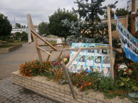 В Броварах разрушен стенд героям Лазурной тысячи
