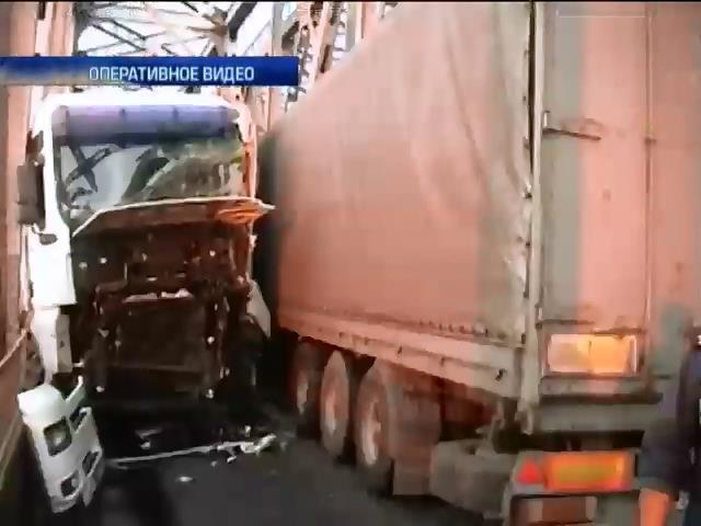 В Черкассах из-за ДТП заторможено перемещение по мосту