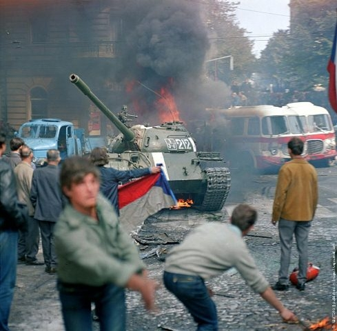 """""""Русские, следуйте домой"""": 45 лет проникновению в Чехословакию ФОТО"""