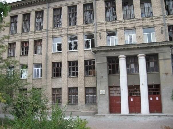 В Луганске детишек погнали в школу для отечественного ТВ (ФОТО)