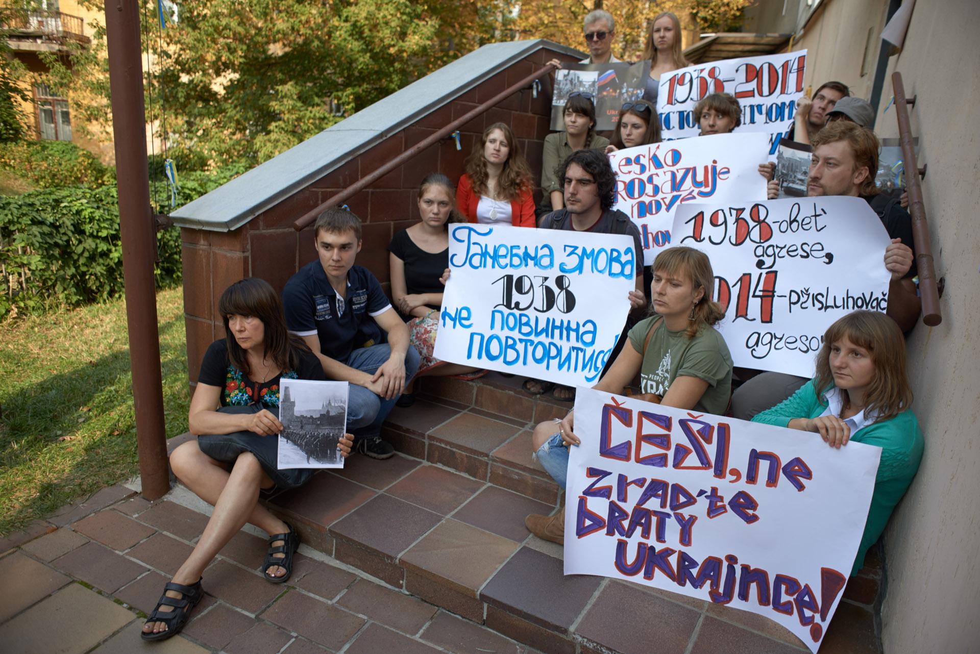 В Киеве пикетировали посольство Чехии (ФОТО)