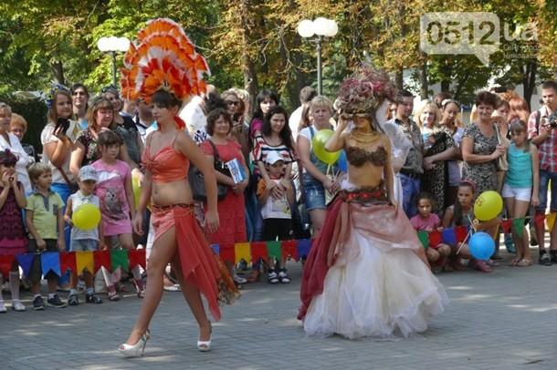В Николаеве прошел парад невест (ФОТО)