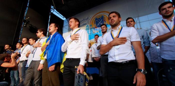 "ФОТО: ""Днепр"" получил сеоребро сезона 2013/14"
