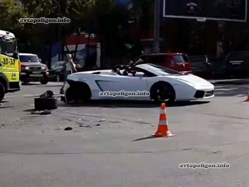 В Киеве Ford Fiesta влетела в Lamborghini Gallardo Spyder